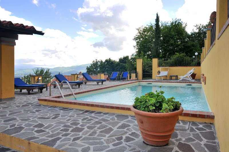 Amazing house with swimming-pool, alquiler vacacional en Le Case di Risolaia