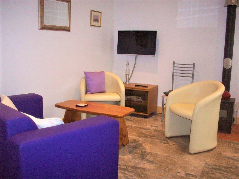 Henge lounge