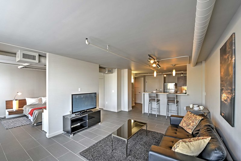 Experience all that Phoenix has to offer from this centrally located 1-bedroom, 1-bathroom vacation rental condo!