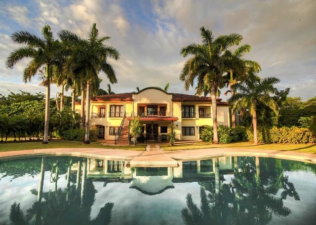 Beautiful Tropical Mansion Close to the Beach