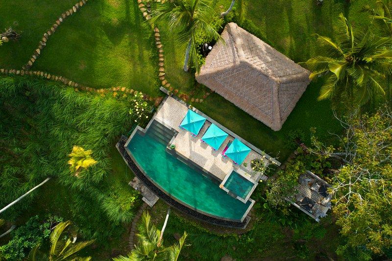 Villa Palem 5 Bedroom with TENNIS and SPA, holiday rental in Pekutatan