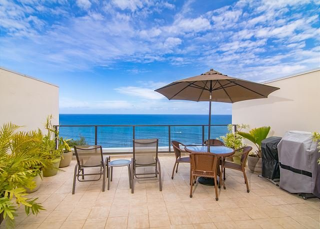 Pu'u Poa #305: 2 Bdrm/2 bath Ocean & Sunset Views. Whale Watching!, vacation rental in Princeville