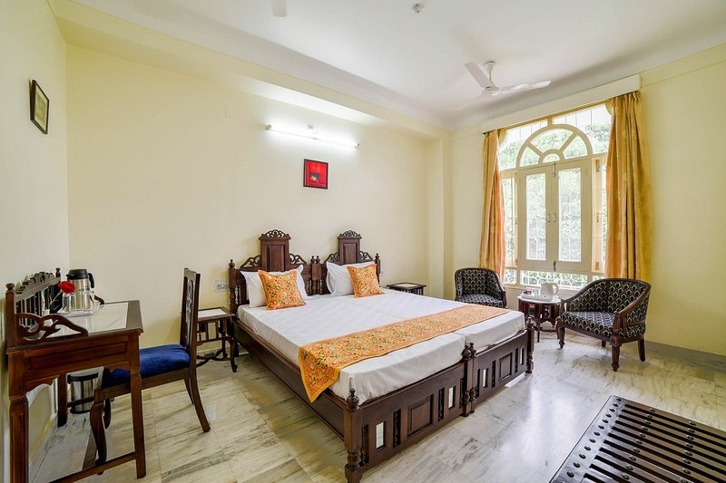 Classic bedroom in Central Udaipur, casa vacanza a Sukher