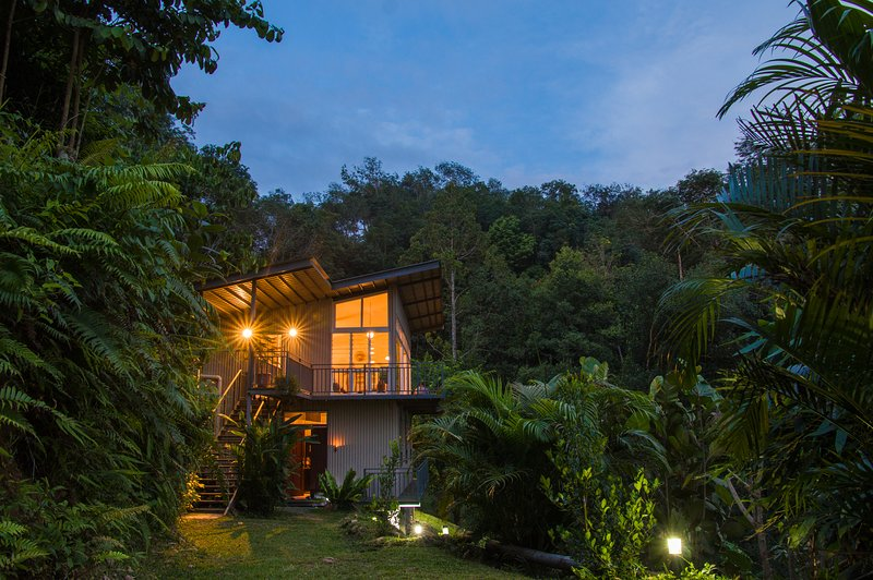 Rustic holiday home rental in Borneo, ideal base for jungle adventure seekers, vacation rental in Kota Belud