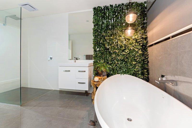 Increíble Baño principal con bañera grande