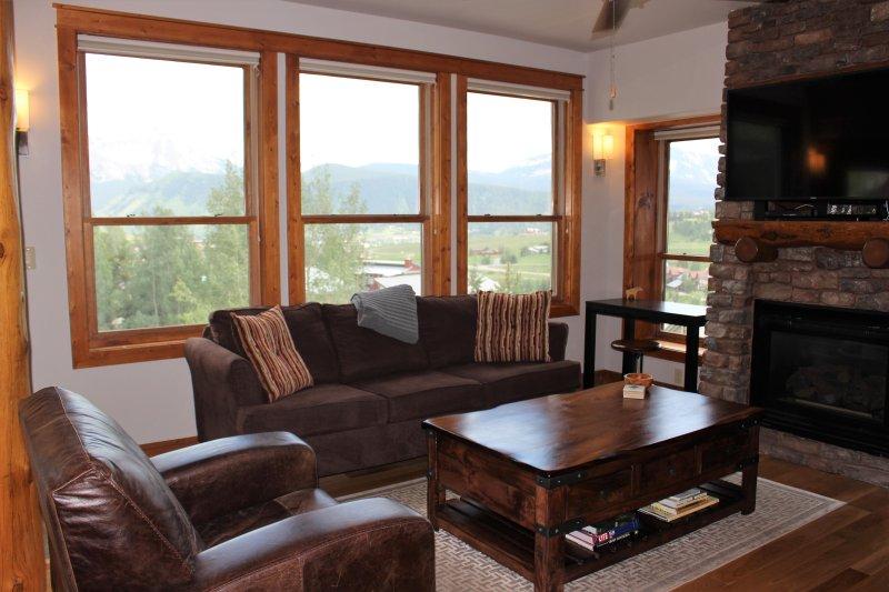 área de estar aberta com vista para Crested Butte e além