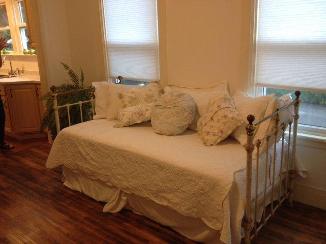 dia cama na segunda sala / Área Comum (cama de solteiro)