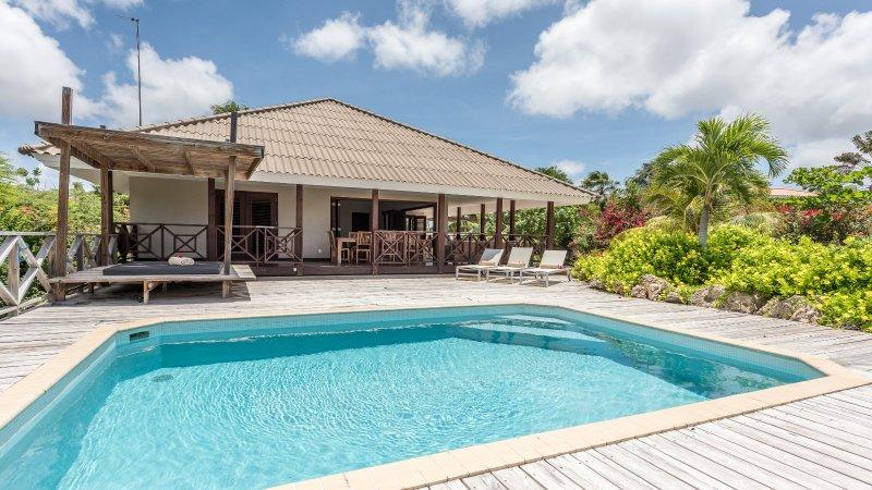 Contemporary design with comfort and style.(Blue), alquiler de vacaciones en Curazao