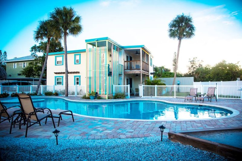 2 BR, 2 Bath, Siesta Key Village Condo with Pool, holiday rental in Siesta Key