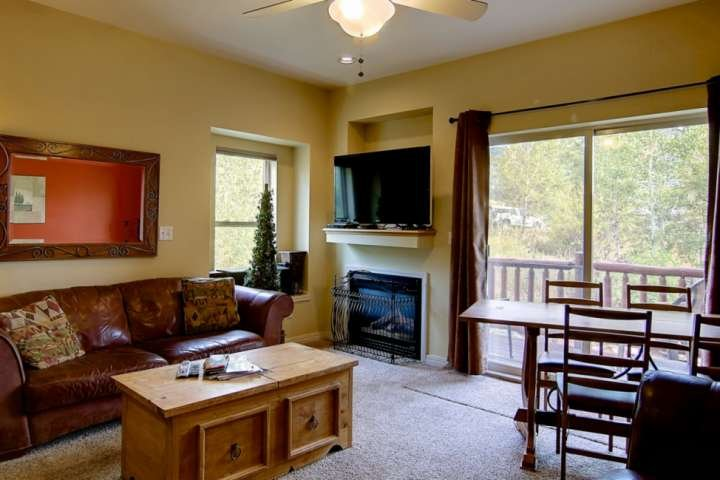 3-Level Large Town Home, Private Entrance, Great Views, Close to Town/Mtn, Free, aluguéis de temporada em Steamboat Springs