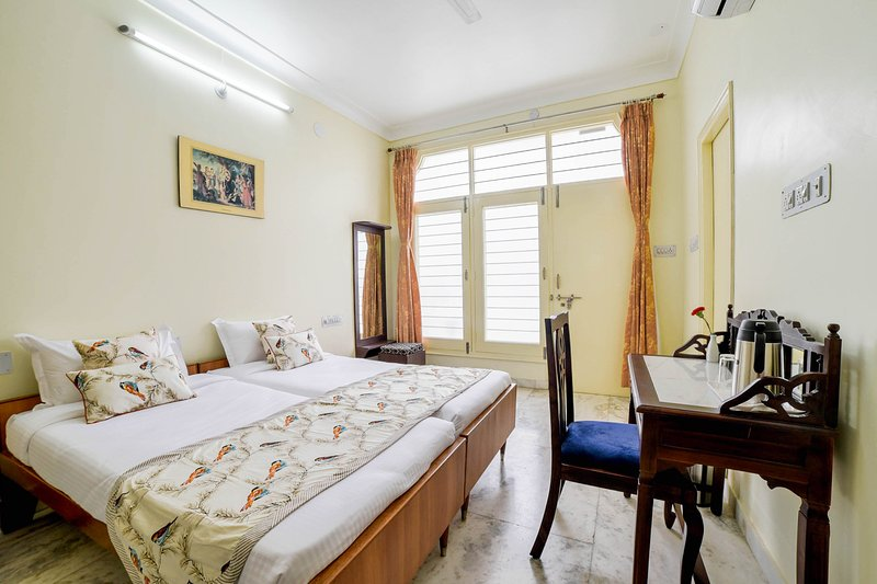 Plush Bedroom in Central Udaipur, casa vacanza a Sukher