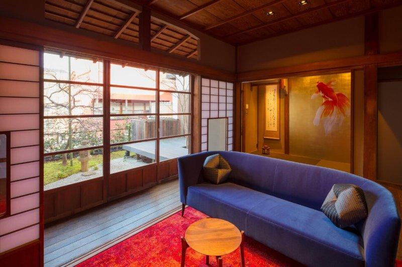 3 Bedroom x2 Bath x BEST Location (in Higashi Chaya) x FREE WiFi, holiday rental in Chubu