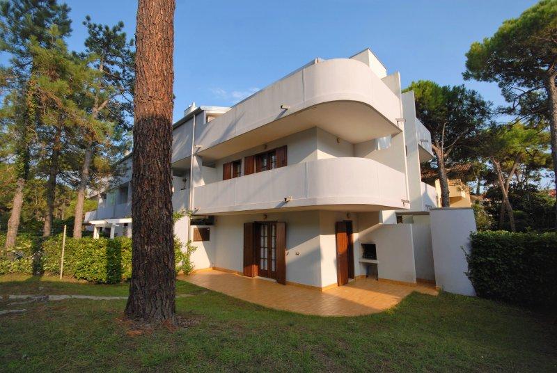 Villetta Verdecasa Type C, vacation rental in Lignano Pineta