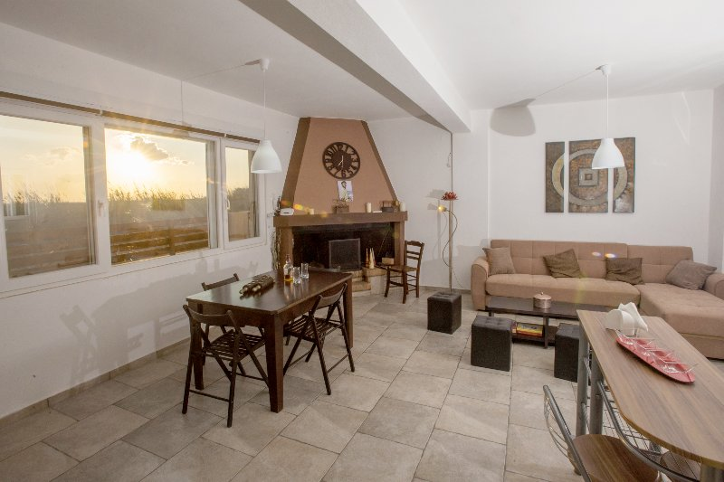 Afratias Beach House, location de vacances à Kalamaki