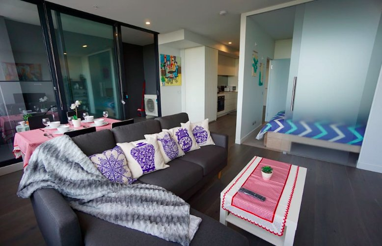 New Luxury Spacious 1B 1B Apartment, free WI-FI & Parking, 1-min to tram, casa vacanza a Tullamarine