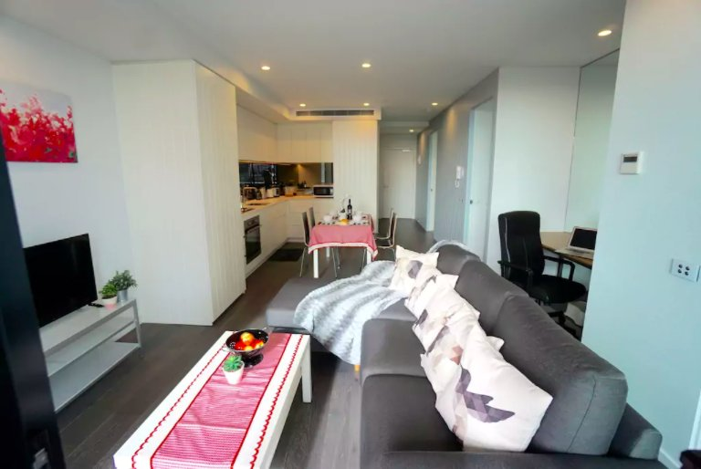 BRAND NEW! Modern 3B 2B Apartment, Free WI-FI & Parking, 1 min to tram, casa vacanza a Tullamarine