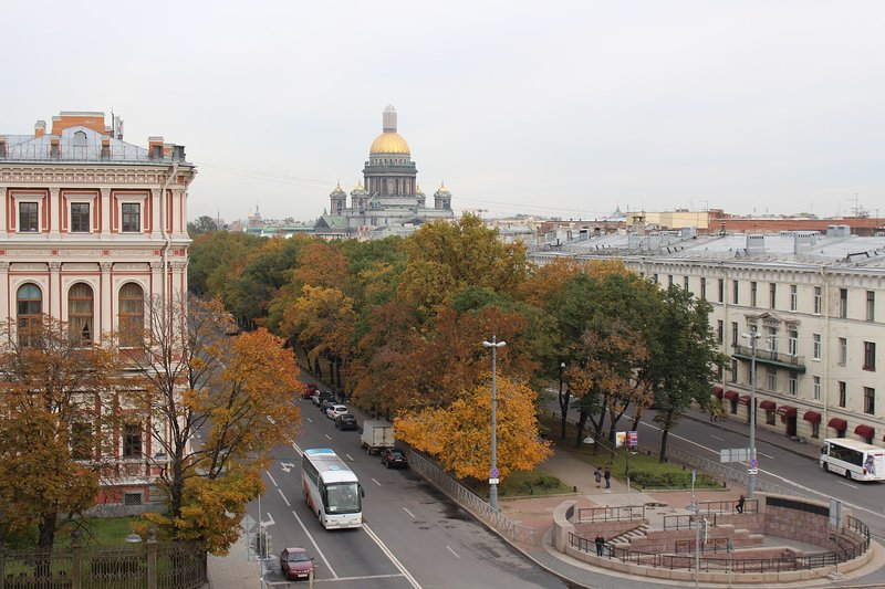 Mariinsky Theatre and St Isaac's Cathedral is near, holiday rental in St. Petersburg