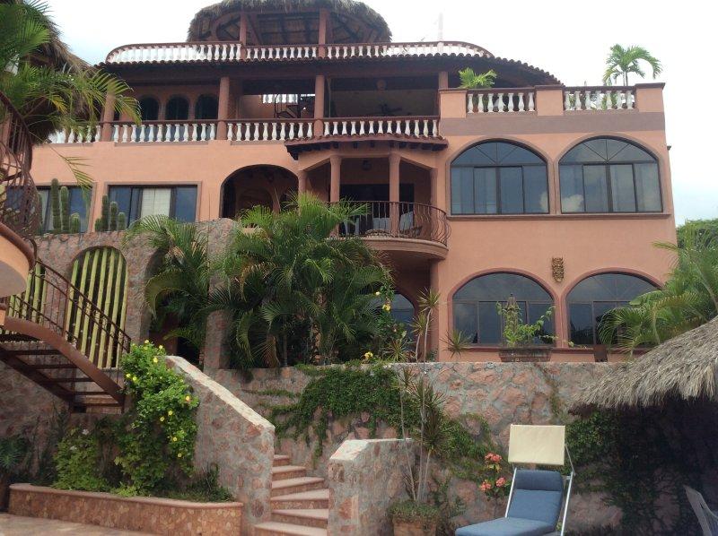 Villa Vista Royal Garden Apartment, holiday rental in La Cruz de Huanacaxtle
