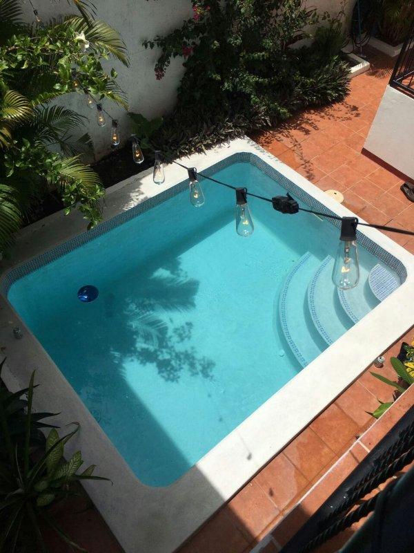 la piscina ... così grande in un caldo pomeriggio