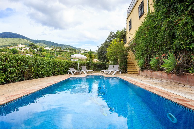 Cosy Villa with private pool+Jacuzzi, holiday rental in Alhaurin el Grande