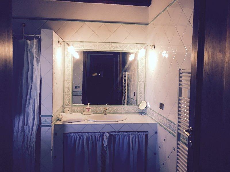 Villa Cardeto Bathroom 3 with shower