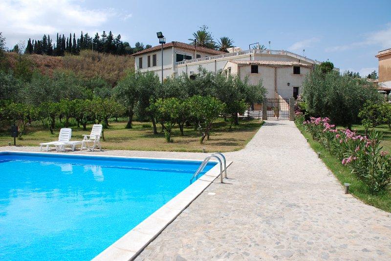 appartamento in campagna con piscina, Ferienwohnung in Solanto