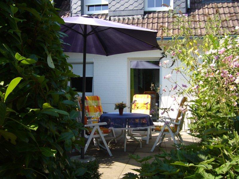 Terraza protegida del viento al sur / este, acceso directo desde la cocina.