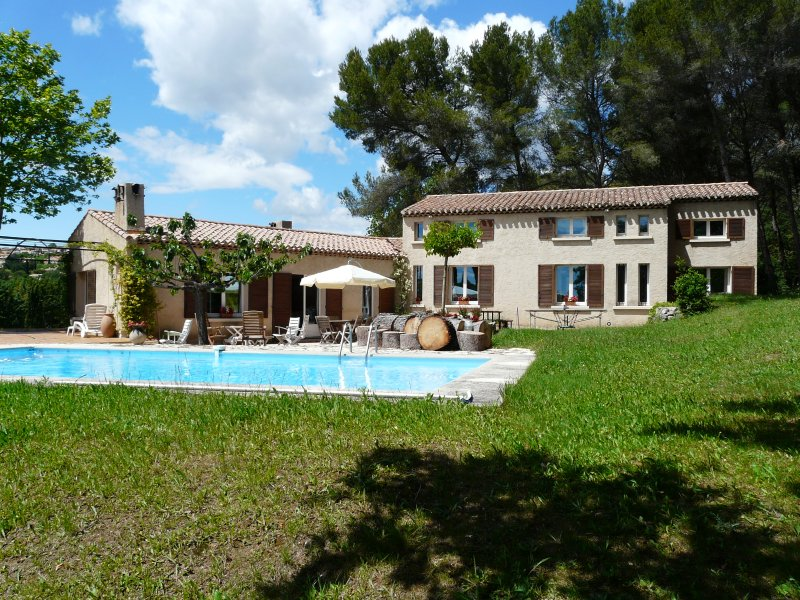 LS7-181VISTO Location de Vacances avec Piscine à proximité d'Aix en Provence, holiday rental in Saint-Marc-Jaumegarde