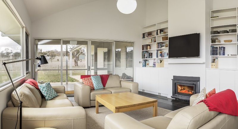 Manna Tree Farm -modern home with majestic views in stunning countryside, holiday rental in Berridale