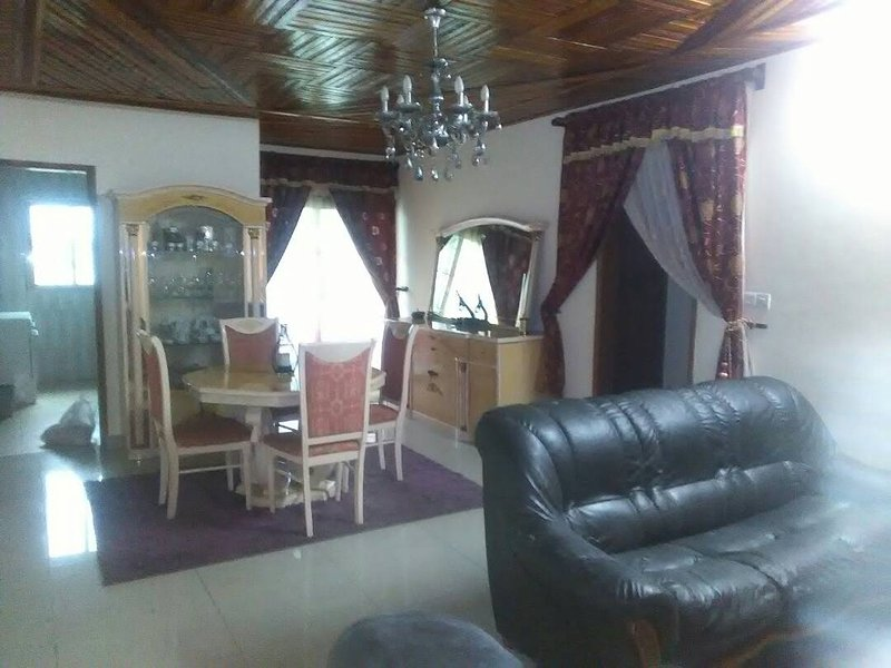 Appartement meublé Douala,Makepè, 2 chambres climatisées, holiday rental in Littoral Region