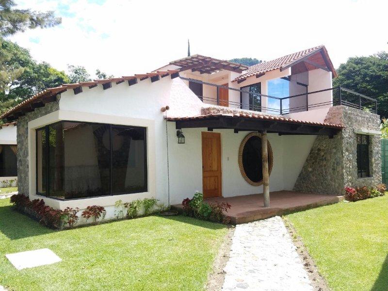 Villa JUCANYA 5, Lago de Atitlán, holiday rental in Santa Catarina Palopo