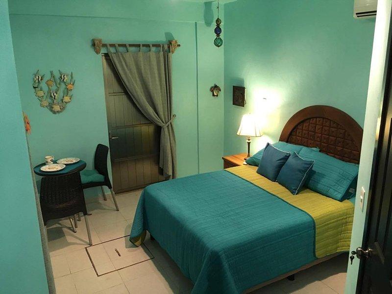 Welcome to Casita Cielo ! Comfortable, tropical decor