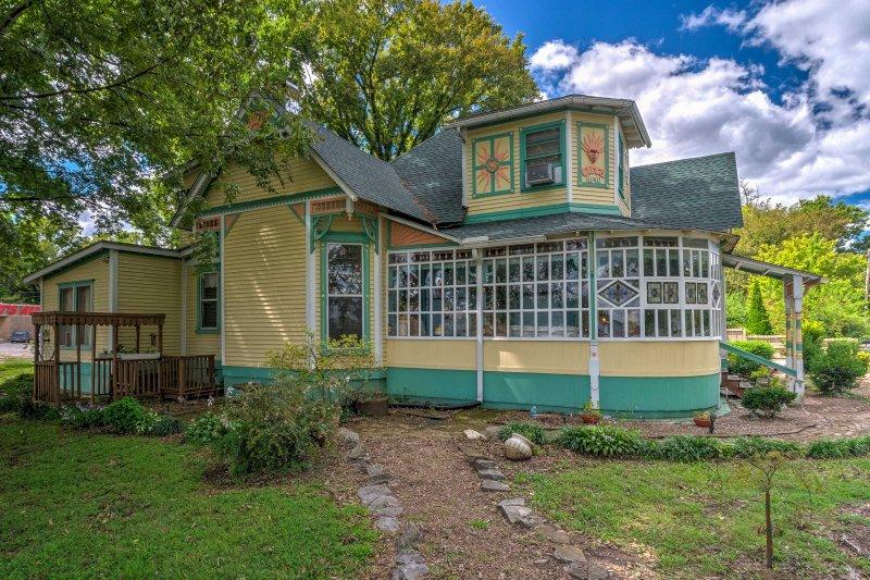 Russellville House w/Garden-9 Min Walk to Main St!, holiday rental in Russellville