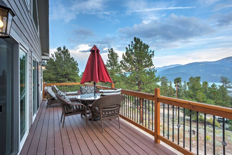 This 1,900-square-foot home boasts stunning mountain and lake views.