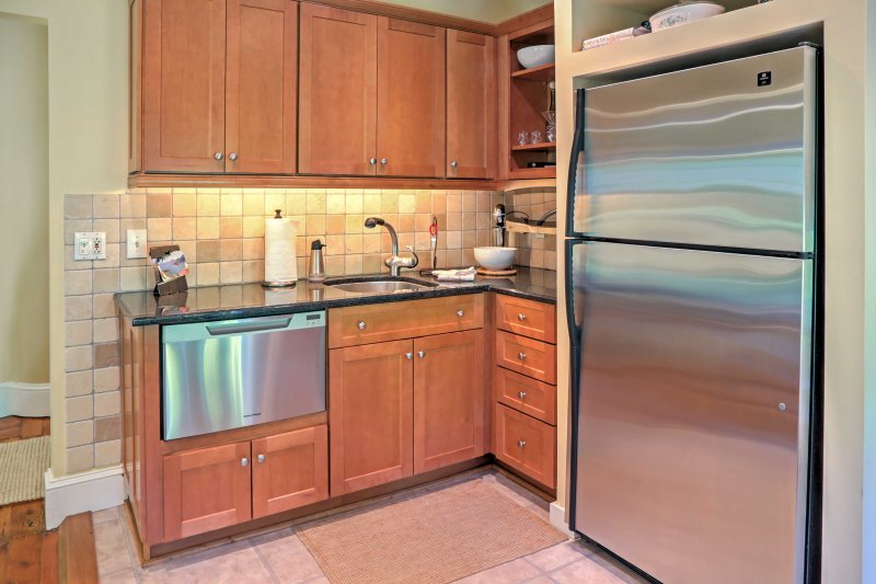 Prepare a home-cooked masterpiece in the fully equipped kitchen!