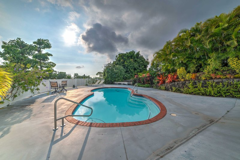 Work on your tan by this beautifully-landscaped pool in Kailua-Kona.