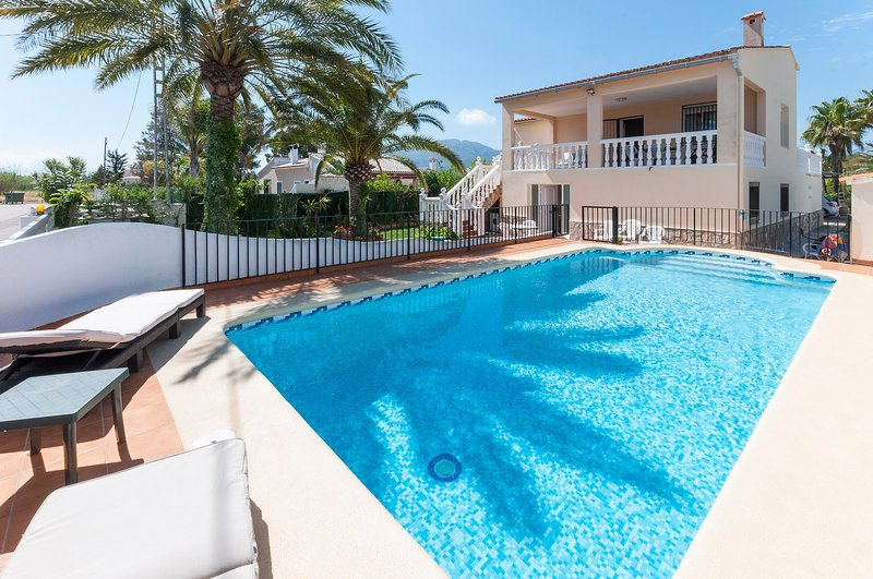 MENGUAL - Apartment for 5 people in Oliva, holiday rental in Oliva