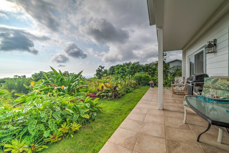 Tropical  paradise awaits you at this 1-bathroom vacation rental studio apartment in Kailua-Kona!