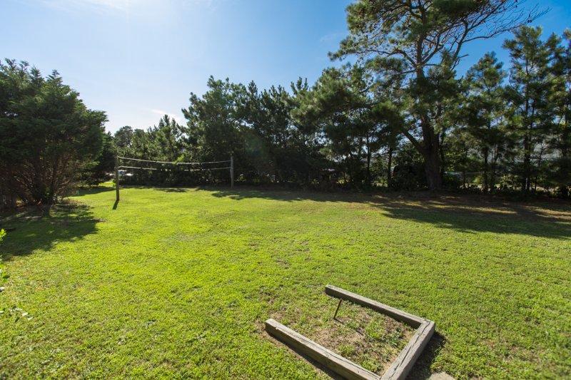 Bench,Field,Grass,Grassland,Park Bench