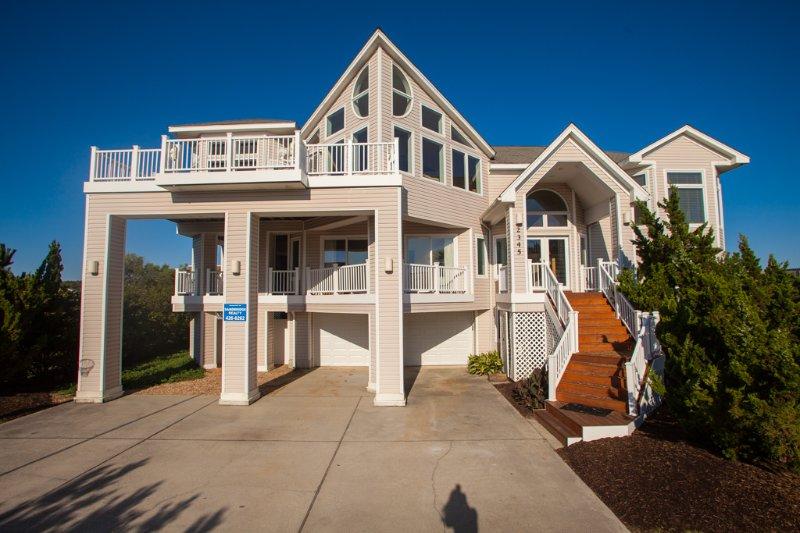 Building,Cottage,Deck,Porch,Downtown