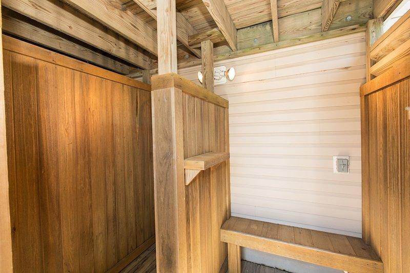 Furniture,Hardwood,Banister,Handrail,Staircase