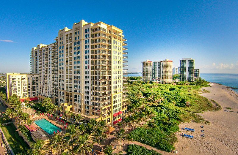 Ocean view 2 bedroom penthouse condo #2012, vacation rental in Singer Island