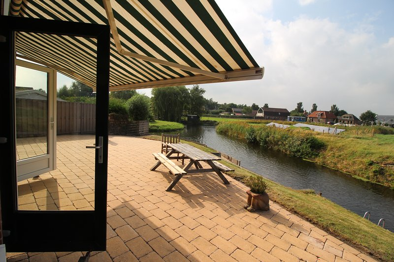 Holidaypark Klein Giethoorn bungalow 12-05, vacation rental in Berkhout