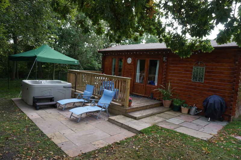 The Cabin at Howe Court with Hot Tub - Dog friendly, casa vacanza a East Farleigh