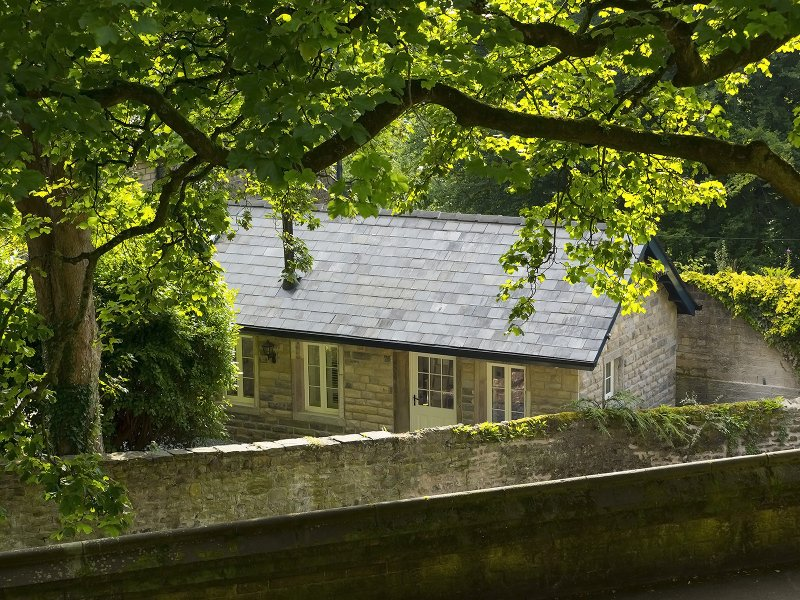 Unique Contemporary Cottage by Lancaster Castle. 2 minutes walk from Lancaster Train Station.