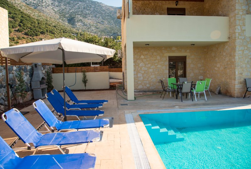 Emerald uphoria villa with 46 sqm private pool, vacation rental in Milopotamos