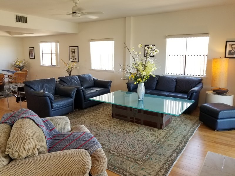 Beautiful, light-filled 3 bedroom -- Steps from the beach!, location de vacances à Marina del Rey