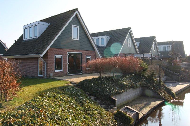 Holidaypark Klein Giethoorn bungalow 12-11, holiday rental in Medemblik