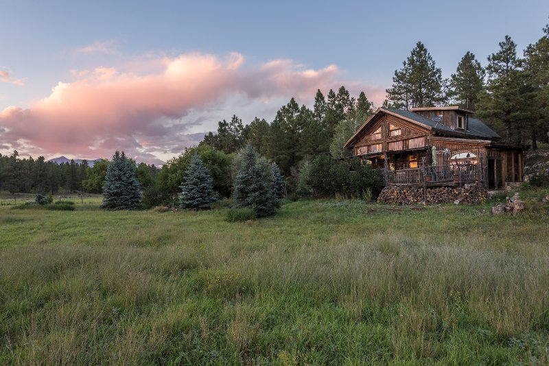 Log Cabin private retreat on fenced acreage on a private road