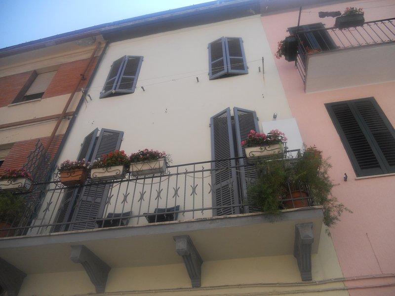 house exterior / exterior house